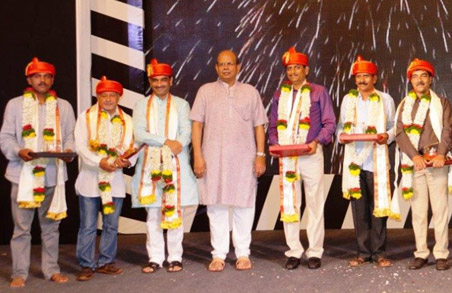 Felicitation of Cultural Committee members on their successful completion of a decade of great contributions to the residents of Magarpatta City